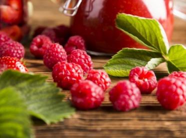 Kosmetyki naturalne z czerwonych owoców - domowe receptury!