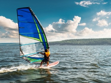 Windsurfing – szaleństwo na falach