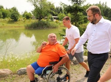 Minister z wizytą w gospodarstwie rybackim