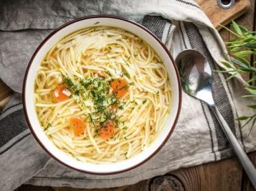 Jak ugotować tradycyjny rosół? Poznaj triki, dzięki którym będzie idealny!