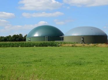 Energia odnawialna w rolnictwie – biogazy z fermentacji beztlenowej, jak to się robi?