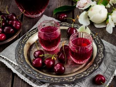 Domowe nalewki owocowe - jak je przygotować?