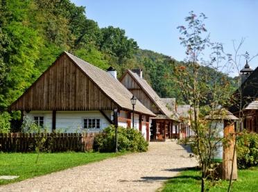 Z życia dawnej wsi - wianki w Kłóbce