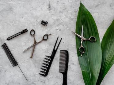 Kiedy najlepiej ścinać włosy i pielęgnować skórę?