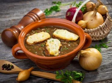 Francuska zupa cebulowa - wykwintna i rozgrzewająca