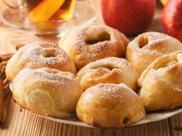 Małe co nieco, czyli słodkie bułeczki z jabłkami