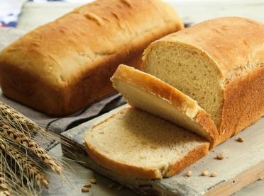 Nie wyrzucaj chleba! Podpowiadamy, jak go wykorzystać