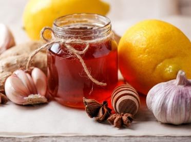 Miód na zdrowie - jak zrobić domowe leki z miodem?