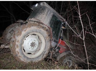 """""""Rajd traktorzysty"""" skończył się w... potoku"""