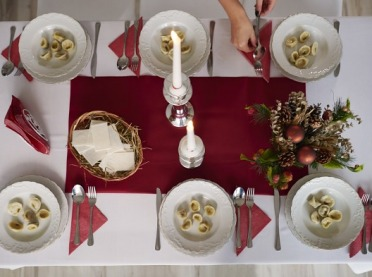Nakrywamy wigilijny stół - o czym trzeba pamiętać?