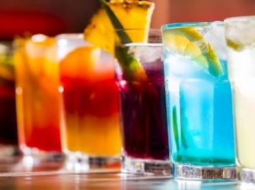 Najlepsze sylwestrowe drinki - klasyczne i bezalkoholowe