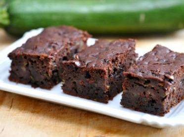 Obłędnie czekoladowe ciasto z... warzywem. 4 przepisy na zaskakujące słodkości