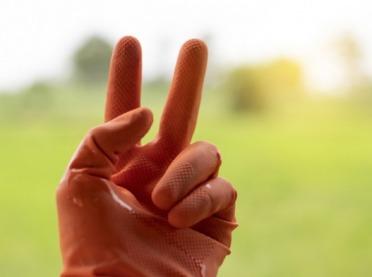 Jak wybrać odpowiednie rękawice do oprysków?