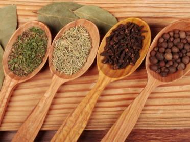 Staropolskie przyprawy, które warto stosować w kuchni