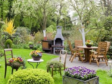 Trujące rośliny ogrodowe - zobacz, których unikać!