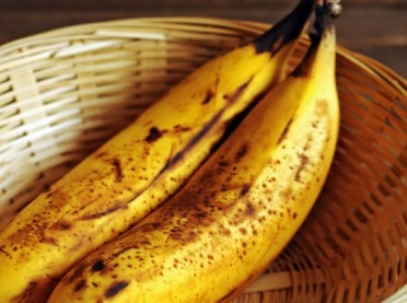 Banany z brązowymi plamami – jeść czy nie?