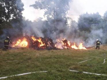 Groźny pożar słomy w Koninie