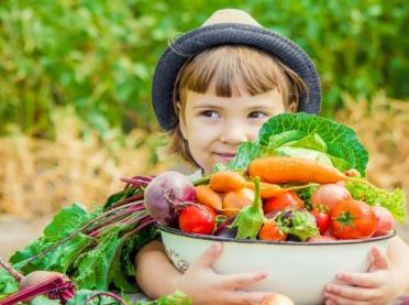 Jak przekonać dzieci do jedzenia warzyw i owoców?