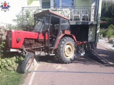Ciągnikiem w dom sąsiada