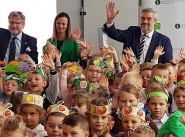 """Inauguracja projektu """"Skąd się biorą produkty ekologiczne"""" z udziałem ministra rolnictwa"""