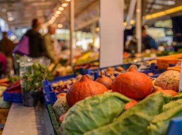 UOKiK: Skąd pochodzą owoce i warzywa w naszych sklepach?