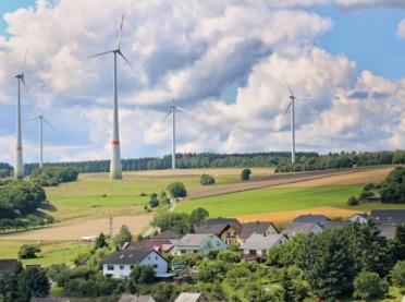Budowa domu koło elektrowni wiatrowych - czy będą nowe przepisy?
