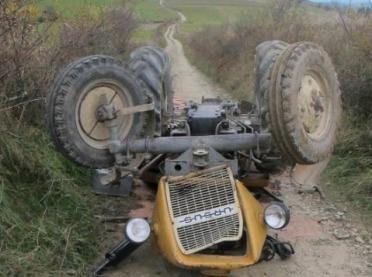 Rolnik przygnieciony przez ciągnik podczas prac polowych