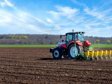 Maszyny rolnicze - kupić czy wynająć?