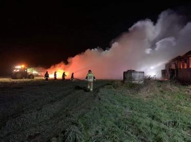 Strażacy Nowy Rok zaczęli od gaszenia kurnika. FOTO