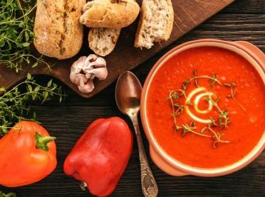 Zupa krem z czerwonej papryki - przepis na rozgrzewający posiłek!