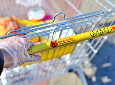 UOKiK: Błędne oznakowanie kraju pochodzenia warzyw i owoców w Biedronce