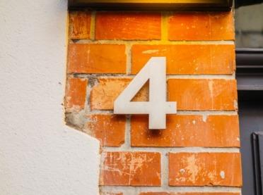 Brak tabliczki z numerem domu? Może Cię to srogo kosztować!