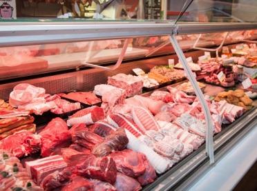Raport GUS: Przeciętne spożycie mięsa na osobę spadło o 20%