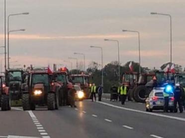 PILNE: Trwają protesty rolników w całym kraju